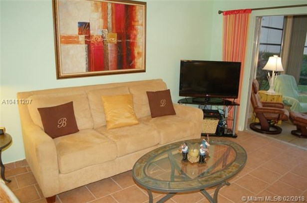 3406 Nw 49th Ave  #401, Lauderdale Lakes, FL - USA (photo 1)