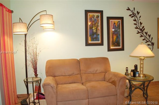 3406 Nw 49th Ave  #401, Lauderdale Lakes, FL - USA (photo 3)