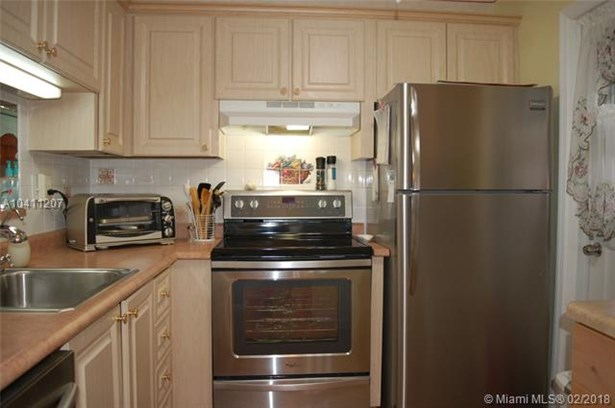3406 Nw 49th Ave  #401, Lauderdale Lakes, FL - USA (photo 4)