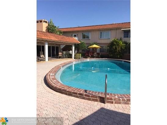 Condo/Townhouse - Wilton Manors, FL (photo 5)