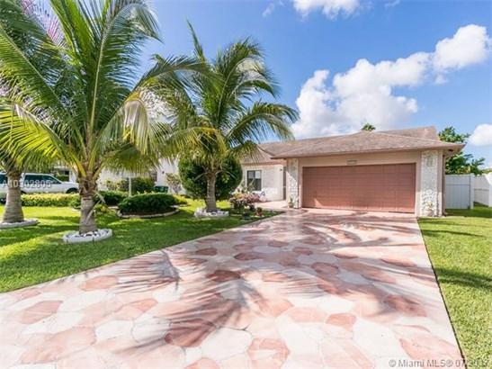 Single-Family Home - Tamarac, FL (photo 3)