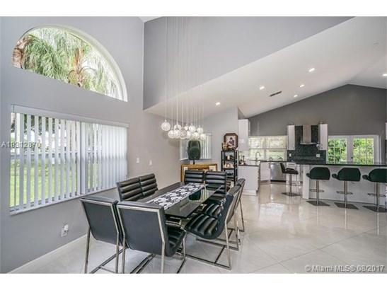 2620 Oak Park Cir, Davie, FL - USA (photo 5)