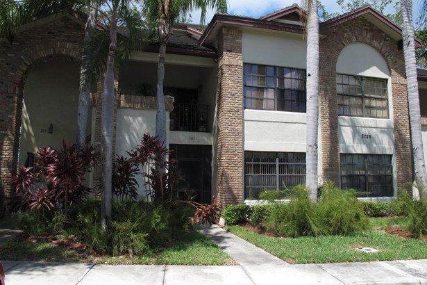 Condo/Townhouse - Boynton Beach, FL (photo 2)