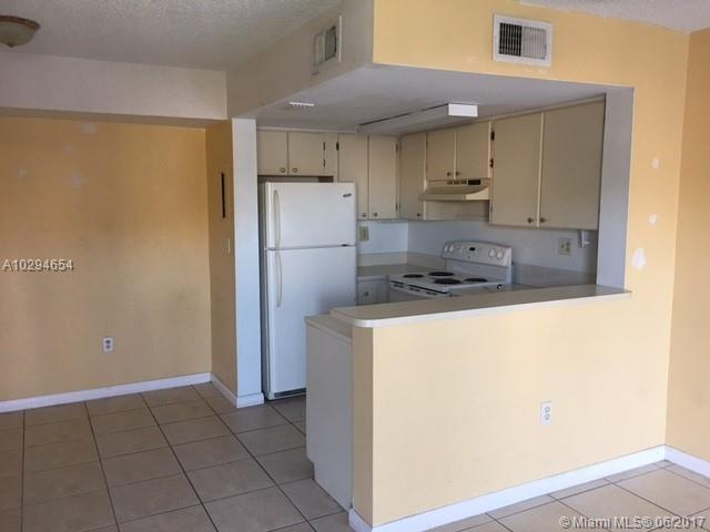 Condo/Townhouse - Miami, FL (photo 2)