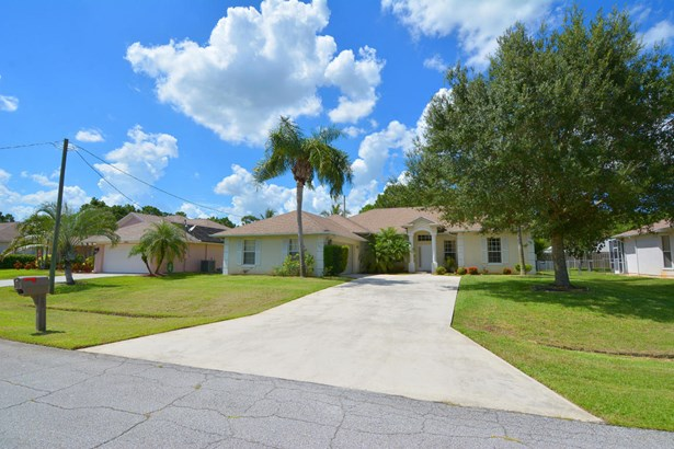 5951 Nw Theda Lane, Port St. Lucie, FL - USA (photo 3)