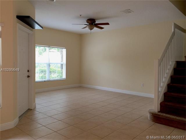 Condo/Townhouse - Tamarac, FL (photo 4)