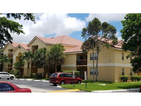 7670 Westwood Dr, Tamarac, FL - USA (photo 1)