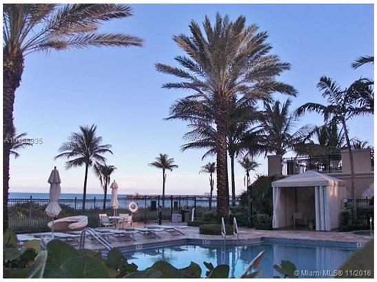 Condo/Townhouse - Lauderdale By The Sea, FL (photo 2)