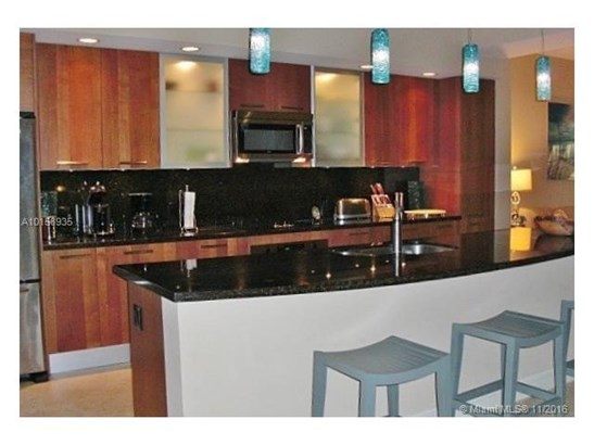 Condo/Townhouse - Lauderdale By The Sea, FL (photo 4)