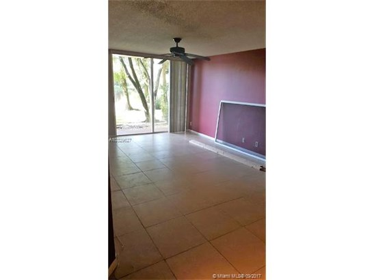 10749 Cleary Blvd  #106, Plantation, FL - USA (photo 3)