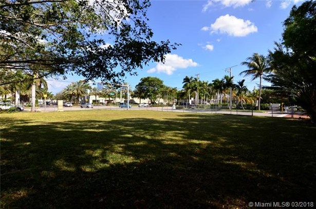 16400 Ne 35 Ave, North Miami Beach, FL - USA (photo 2)