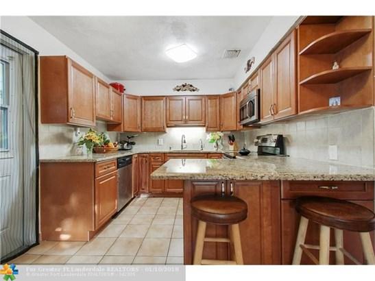 2649 Johnson St, Hollywood, FL - USA (photo 4)