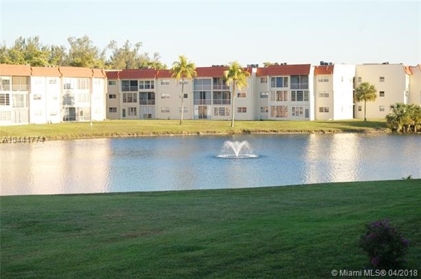 2750 W Sunrise Lakes Dr W  #212, Sunrise, FL - USA (photo 5)