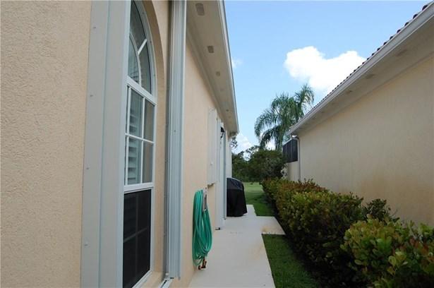 8279 Se Angelina Ct, Hobe Sound, FL - USA (photo 3)