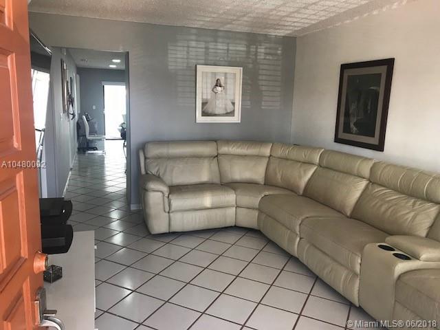 11570 Nw 87th Ct, Hialeah Gardens, FL - USA (photo 2)