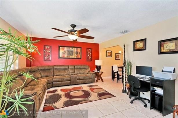 7550 Hope St, Hollywood, FL - USA (photo 2)