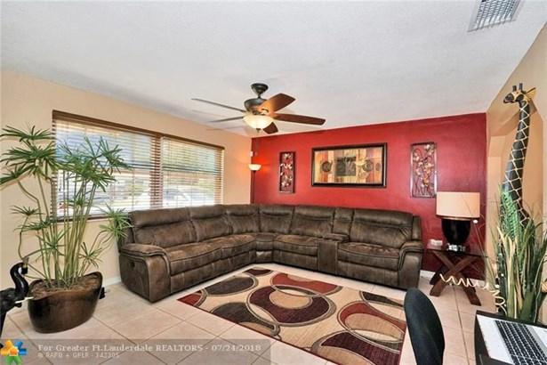 7550 Hope St, Hollywood, FL - USA (photo 3)