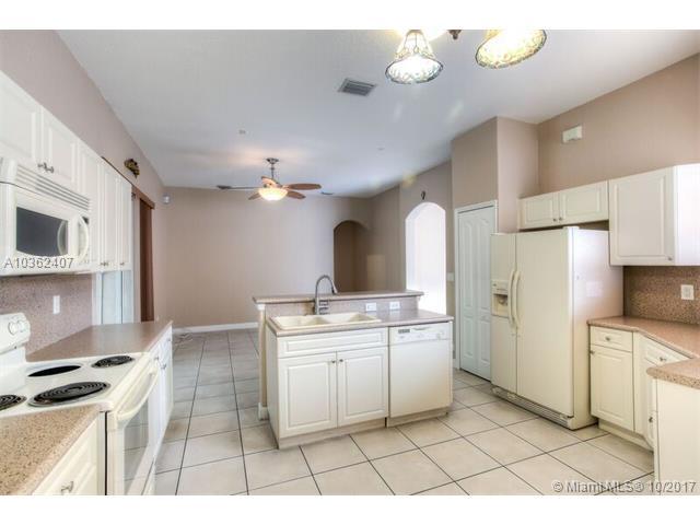 8946 Nw 181st St, Hialeah, FL - USA (photo 4)
