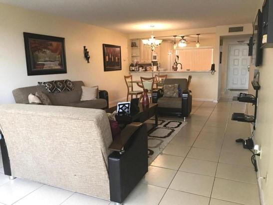 8000 Hampton Boulevard Unit 402, North Lauderdale, FL - USA (photo 5)