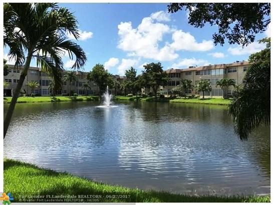 Condo/Townhouse - Lauderdale Lakes, FL (photo 2)
