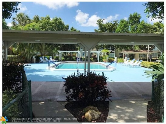 Condo/Townhouse - Lauderdale Lakes, FL (photo 3)