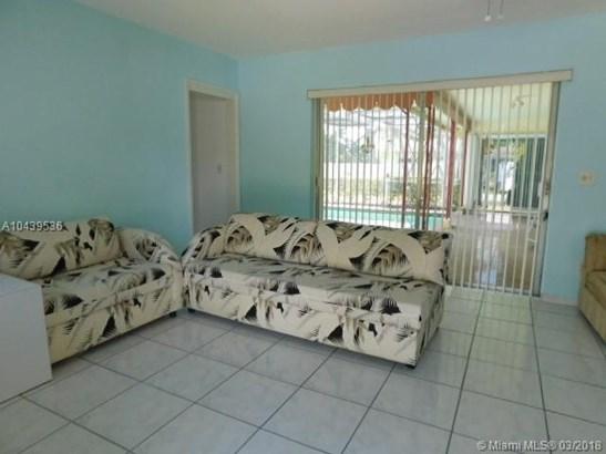 6790 Sw 9th St, Pembroke Pines, FL - USA (photo 3)