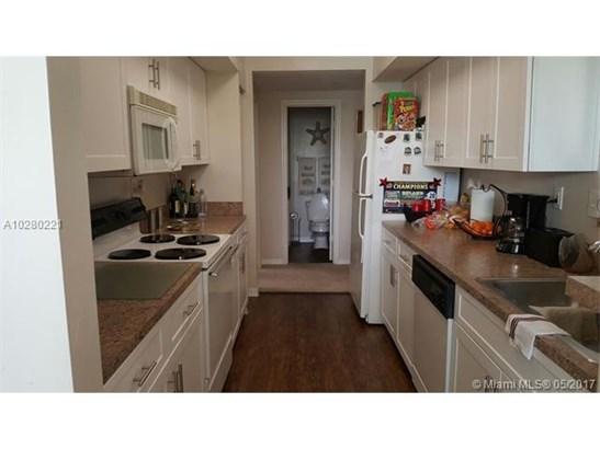 Condo/Townhouse - Pembroke Pines, FL (photo 4)