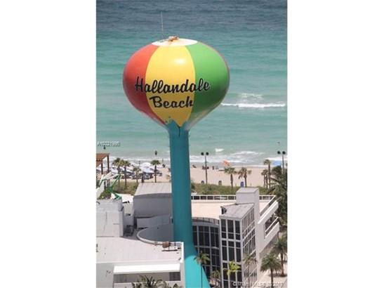 Condo/Townhouse - Hallandale, FL (photo 1)