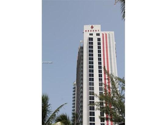 Condo/Townhouse - Hallandale, FL (photo 2)