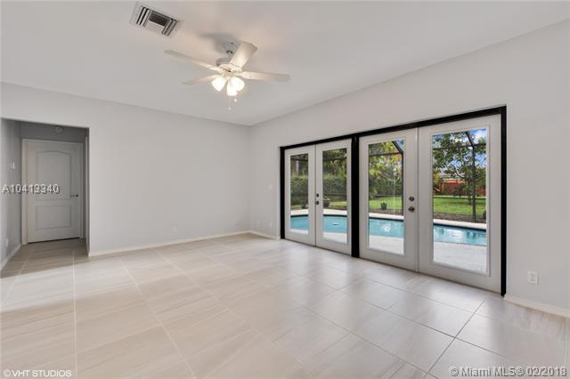 7537 Live Oak Drive, Coral Springs, FL - USA (photo 4)