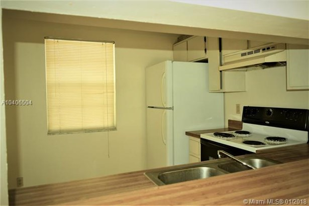 8820 Royal Palm Blvd  #208-4, Coral Springs, FL - USA (photo 5)