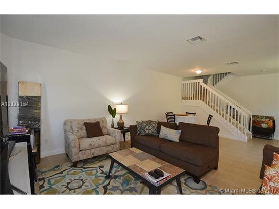 Condo/Townhouse - Pembroke Pines, FL (photo 5)
