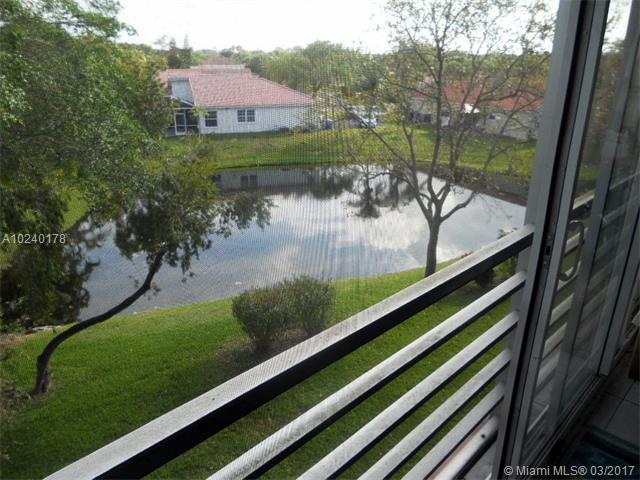3261 Holiday Springs Blvd, Margate, FL - USA (photo 2)
