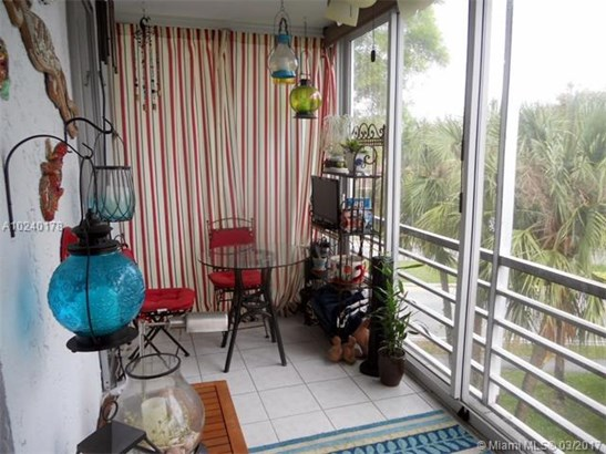 3261 Holiday Springs Blvd, Margate, FL - USA (photo 3)
