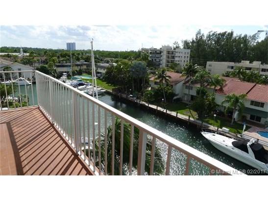 Condo/Townhouse - North Miami Beach, FL (photo 1)