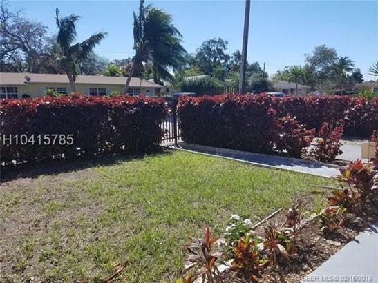 131 Ne 186 Te , Miami, FL - USA (photo 2)