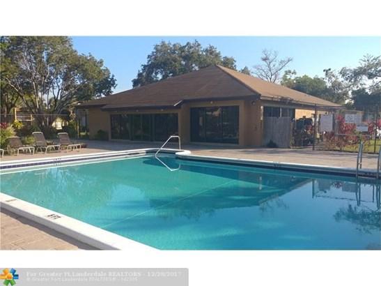 4241 Nw 19th St #158, Lauderhill, FL - USA (photo 3)