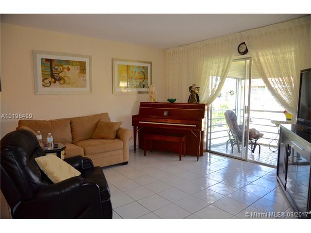 Condo/Townhouse - North Miami Beach, FL (photo 4)