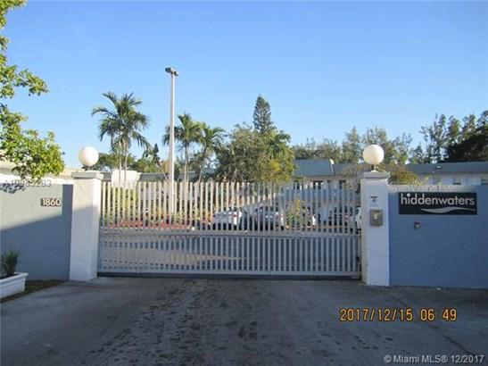 1860 Venice Park Dr  #203, North Miami, FL - USA (photo 1)