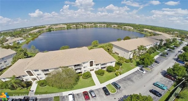 5061 Wiles Rd #104, Coconut Creek, FL - USA (photo 2)
