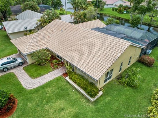 10831 Nw 17th  Pl, Coral Springs, FL - USA (photo 2)