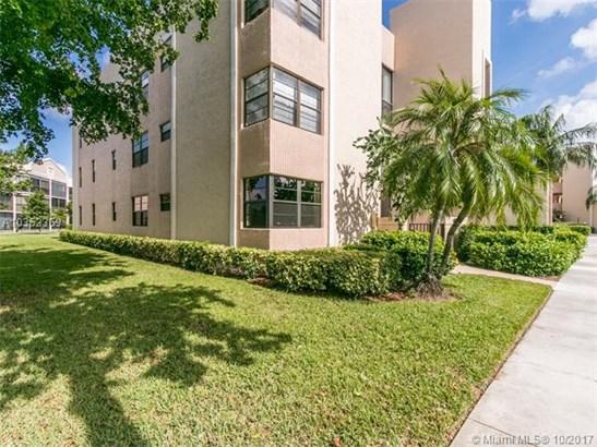 7500 Fairfax Dr  #101, Tamarac, FL - USA (photo 2)