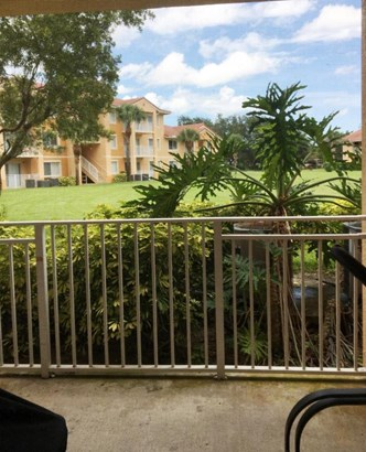 Condo/Townhouse - Port Saint Lucie, FL (photo 2)