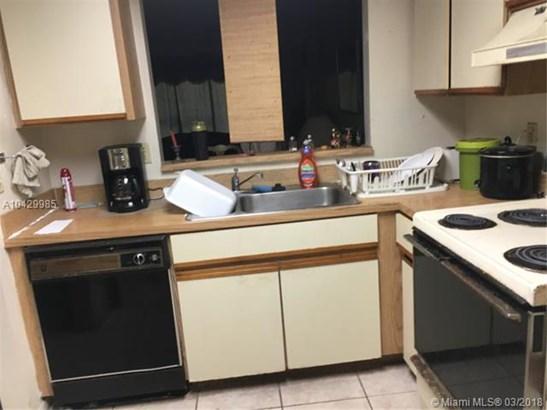 2481 Nw 56th Ave  #5-16, Lauderhill, FL - USA (photo 5)