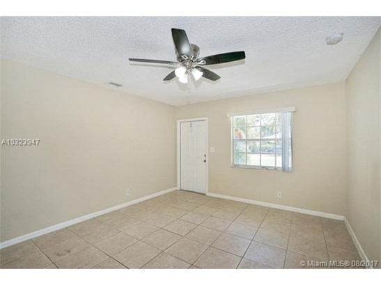 2847 Wiley St, Hollywood, FL - USA (photo 3)