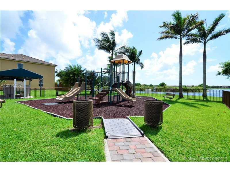Single-Family Home - Cutler Bay, FL (photo 4)