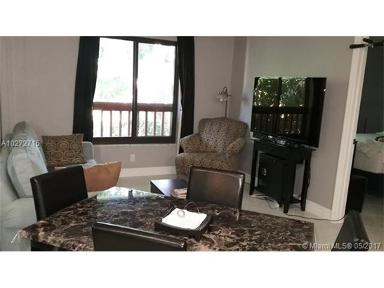 Condo/Townhouse - Wilton Manors, FL (photo 2)