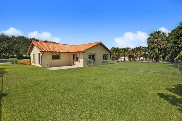 Single-Family Home - Lake Clarke Shores, FL (photo 3)