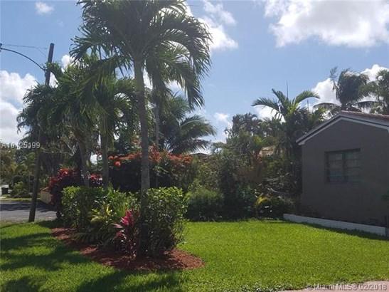 11440 Ne 10th Ave, Biscayne Park, FL - USA (photo 2)