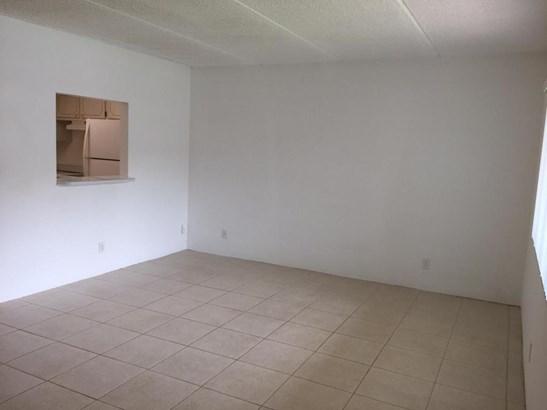 700 Village Green Court Unit 117, Palm Springs, FL - USA (photo 2)